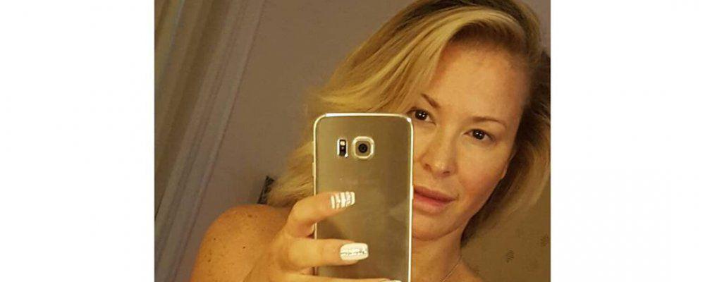 Anastacia tutta nuda in un selfie speciale per la lotta al cancro al seno tvzap - Nuda allo specchio ...