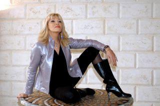 Amanda Lear compie (forse) 70 anni: la carriera di una diva misteriosa