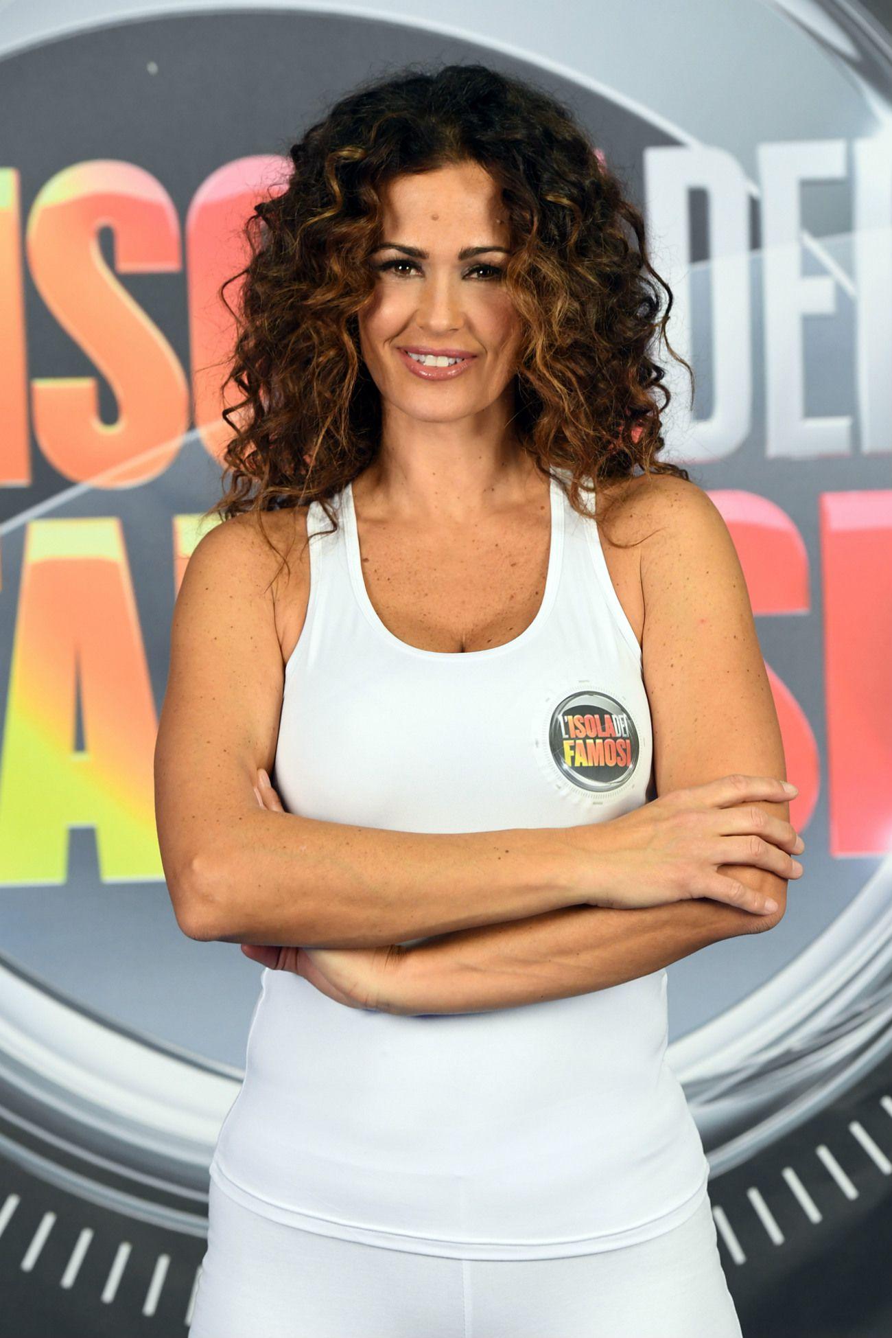 Samantha De Grenet Calendario 2002.Isola Dei Famosi 2017 Il Cast Completo Naufraghi Inviati