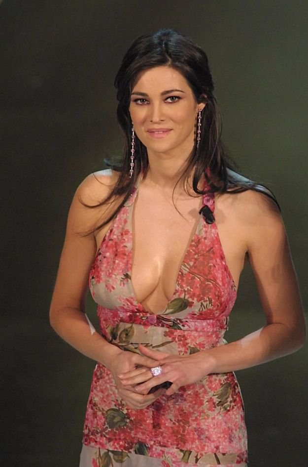 Manuela Arcuri Calendario.Manuela Arcuri Compie 40 Anni Da Panariello A Prince La