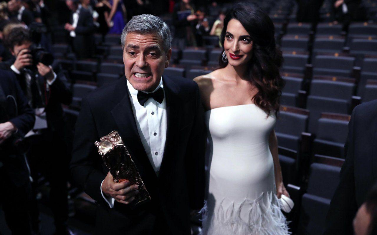 f8d7d69cc90a Amal e George Clooney sul tappeto rosso sfila il pancione – Tvzap