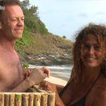 Isola dei famosi 2017, la sfida del boa rosa di Rocco Siffredi a Samantha De Grenet