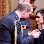 Victoria Beckham premiata dal Principe William: una medaglia per Posh Spice