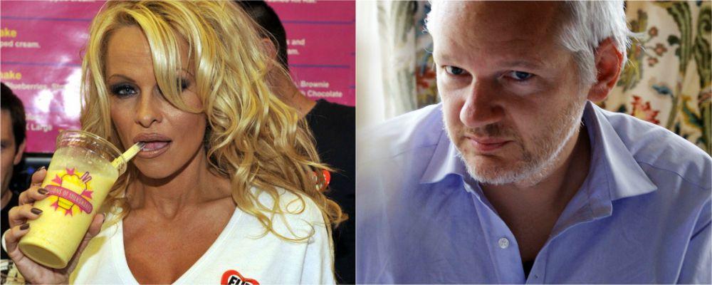 Pamela Anderson esce allo scoperto: 'Amo Julian Assange'