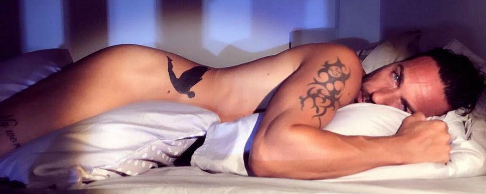 Costantino Vitagliano, sirenetto nudo tra le lenzuola