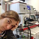 The Big Bang Theory, Amy in silenzio per un mese: problemi per Mayim Bialik