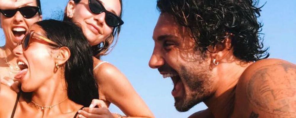Stefano De Martino, la vacanza con gli amici a Ibiza si fa bollente