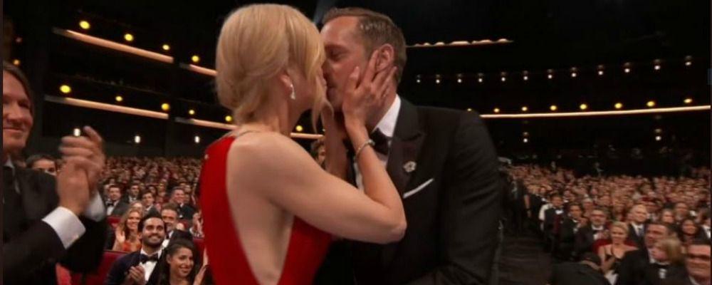 Emmy 2017, Nicole Kidman bacia il marito 'sbagliato' Alexander Skarsgård