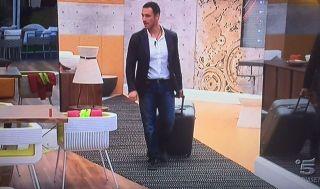 Grande Fratello Vip 2, Raoul Bova entra nella casa e fa uno scherzo a Malgioglio