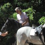 Andrea Bocelli ferito: incidente cadendo da cavallo