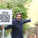 Strada senza tasse, l'ultima puntata dell'esperimento sociale con Flavio Insinna