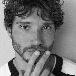 Stefano De Martino, le lezioni di napoletano a Santiago conquistano la rete