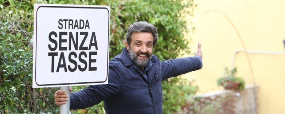 Flavio Insinna sperimenta La strada senza tasse