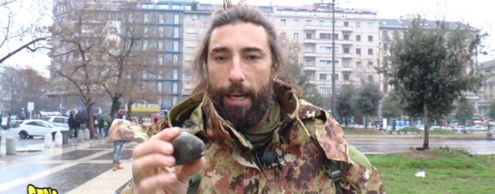 Striscia, ennesima aggressione Vittorio Brumotti nella sua battaglia allo spaccio di droga