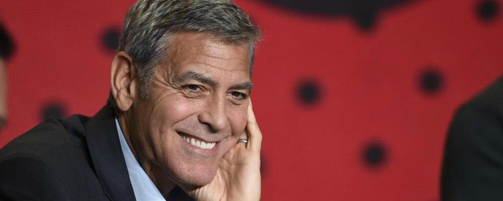 George Clooney al pronto soccorso: incidente con lo scooter vicino a Olbia