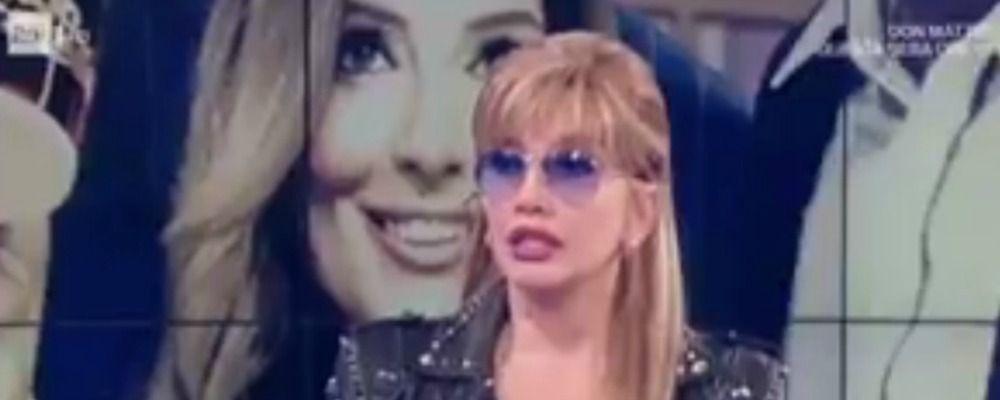 Morte Bibi Ballandi, lo choc di Milly Carlucci che riceve la notizia in diretta. È polemica