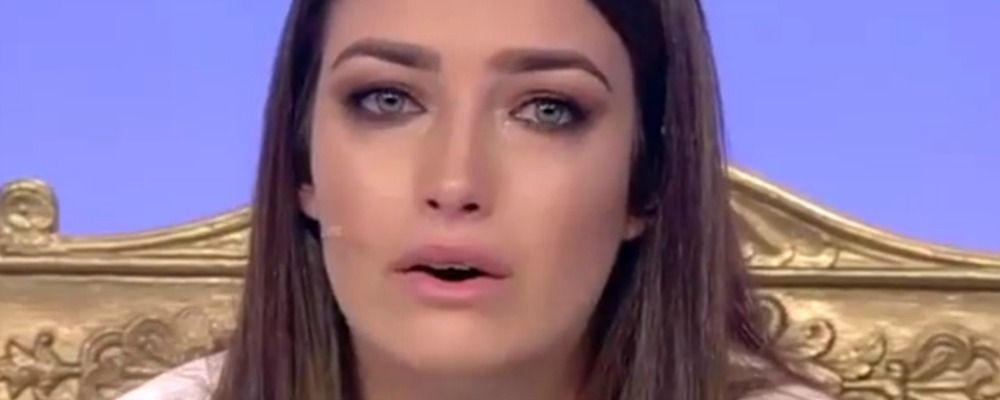 Uomini e donne, Nilufar in lacrime per le offese degli haters