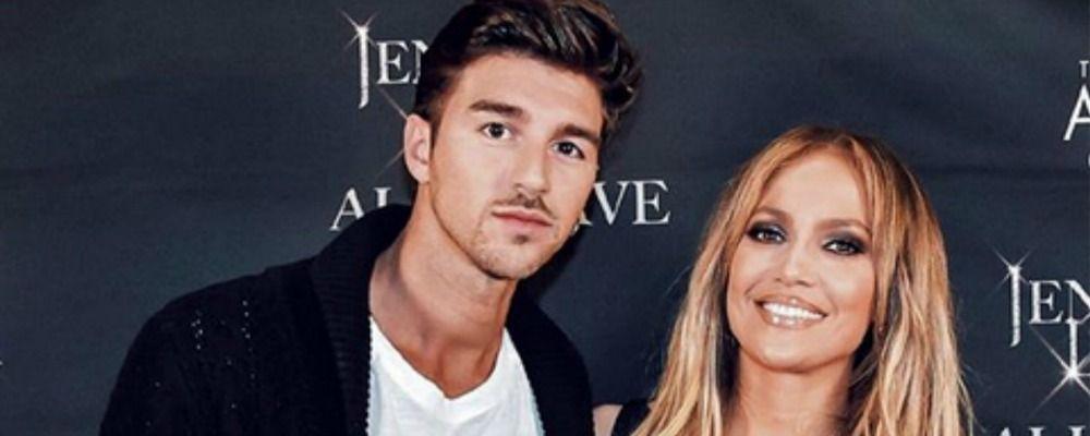 Andrea Damante posta una foto con Jennifer Lopez, ma la rete non gli crede