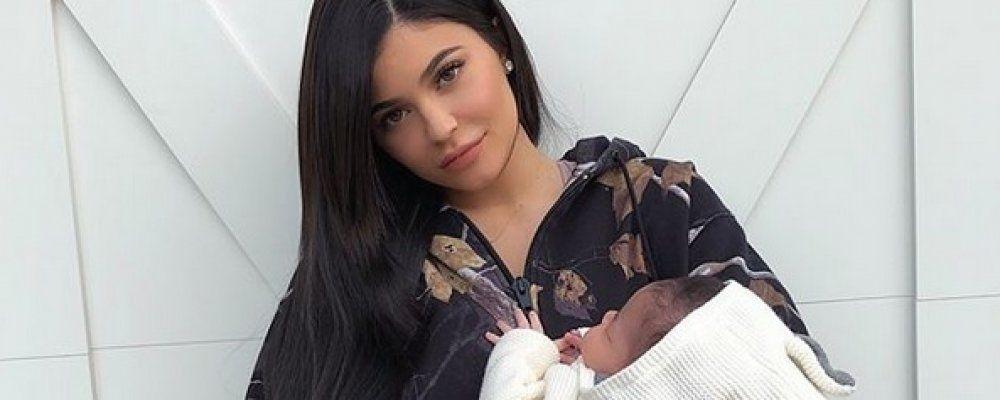 Kylie Jenner mostra al mondo la figlia: sui social la prima foto di Stormi