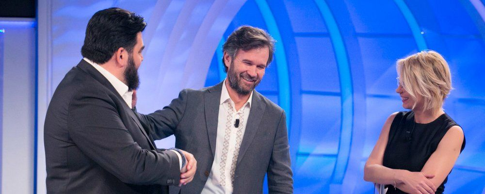 C'è posta per te, puntata del 31 marzo: Gerry Scotti e gli chef Cracco e Cannavacciuolo ospiti
