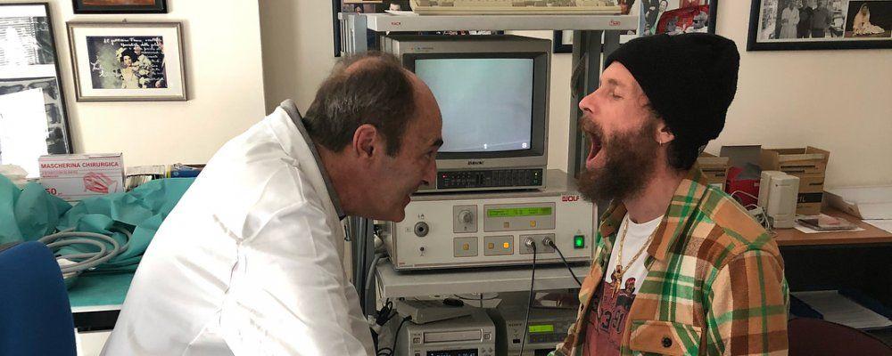 Jovanotti, piccolo edema alle corde vocali causa il rinvio del concerto di Bologna