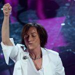Gianna Nannini cade durante il concerto di Genova e interrompe lo show