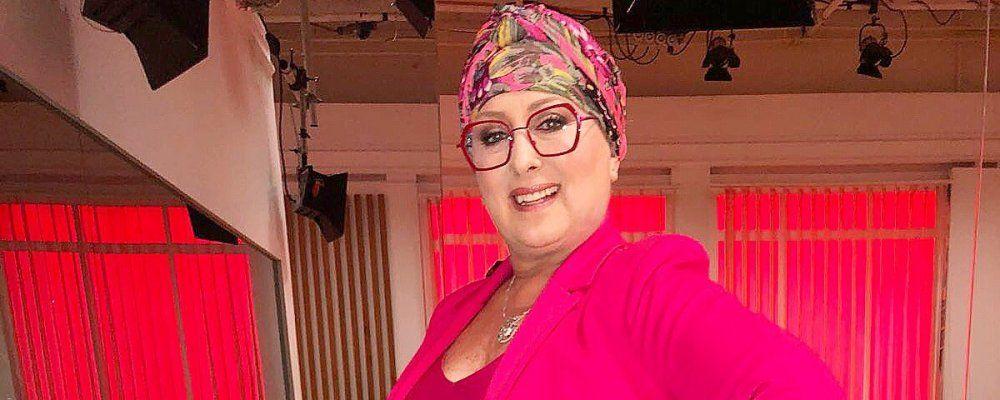 Carolyn Smith senza paura si mostra senza capelli