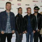 I Backstreet Boys si travestono da Spice Girls per un concerto