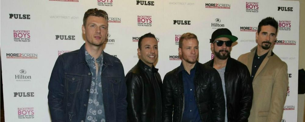 I Backstreet Boys si travestono da Spice Girls per un concerto