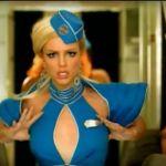 Ryanair, parte Toxic e lo steward balla come Britney Spears