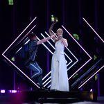 Eurovision Song Contest 2018, invasione di palco: strappato il microfono alla cantante inglese