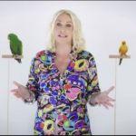 Antonella Clerici e i pappagalli nel promo di Portobello
