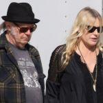 Neil Young e Daryl Hannah sposi in segreto con doppie nozze