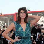 Elisa Isoardi, spacco e scollatura sexy per il Festival di Venezia