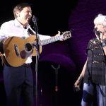 Joan Baez e Gianni Morandi sul palco insieme