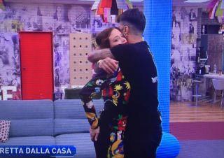 Grande Fratello Vip, le immagini dell'incontro tra Fabrizio Corona e Silvia Provvedi