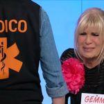 Uomini e donne: crisi d'ansia per Gemma, Tina chiama il medico, Maria De Filippi lascia lo scalino