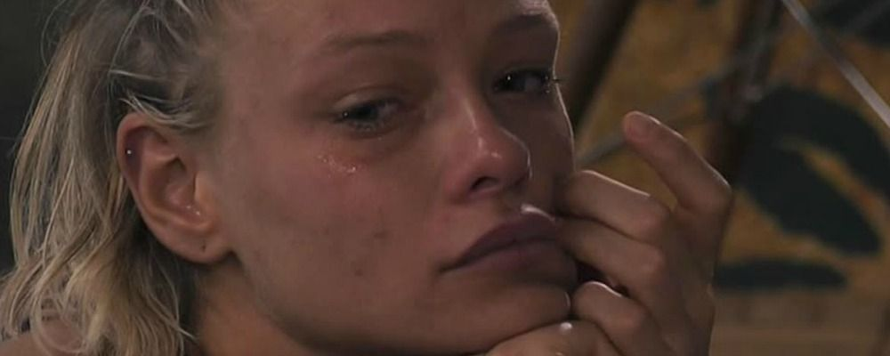 Grande Fratello Vip 2018, Giulia Provvedi in lacrime per Pierluigi Gollini: 'Mi sento abbandonata'