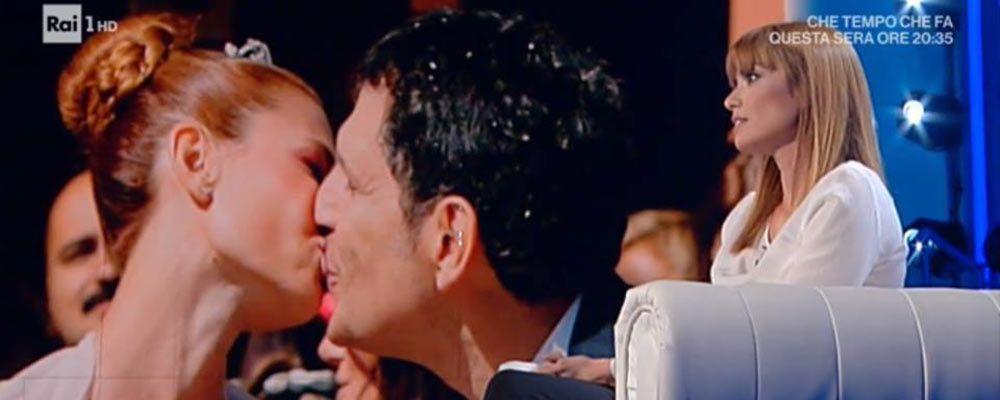 """Domenica In, Carlotta Mantovan ricorda Fabrizio Frizzi: """"Spero lui veda tutto questo amore"""""""