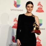 Laura Pausini trionfa ai Latin Grammy con Fatti sentire nove anni dopo: 'Grazie alla mia Italia'