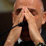 Paolo Brosio dopo l'emorragia del gatto Sushi: 'È inoperabile, spero solo che non soffra'