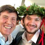 Gianni Morandi in festa: il nipote Paolo Antonacci si è laureato