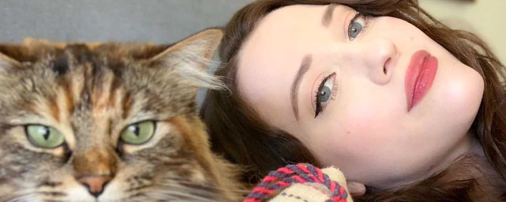 Kat Dennings, la Max di 2 Broke Girls nella comedy di Hulu Dollface