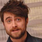 Daniel Radcliffe, niente più Harry Potter: in Miracle Workers diventa un angelo