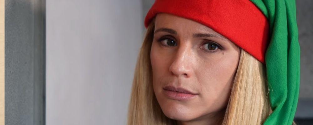 Michelle Hunziker e Aurora Ramazzotti elfi di Natale sorprendono i concittadini: le reazioni delle persone