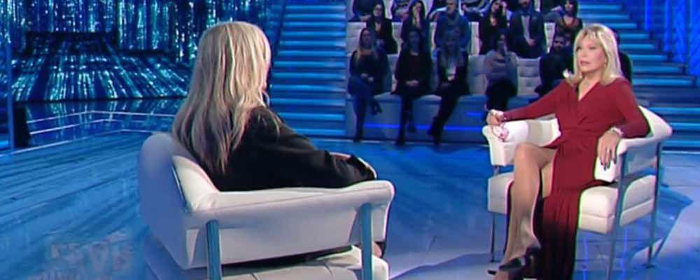 Domenica In, Amanda Lear a Mara Venier : 'Dissi che ero un uomo per farmi pubblicità'