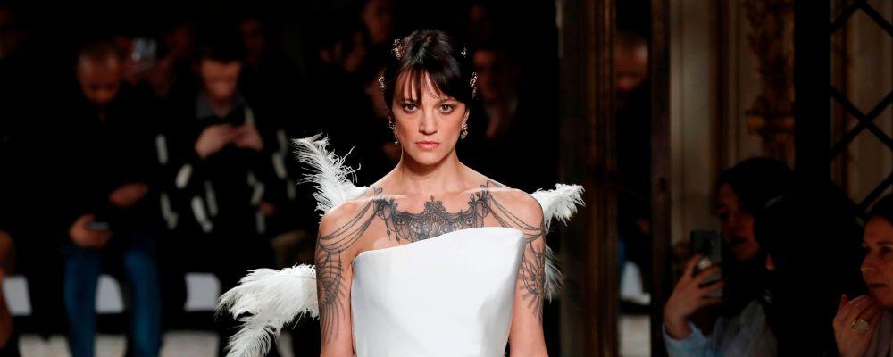 Asia Argento modella per la prima volta a Parigi: il debutto in passerella