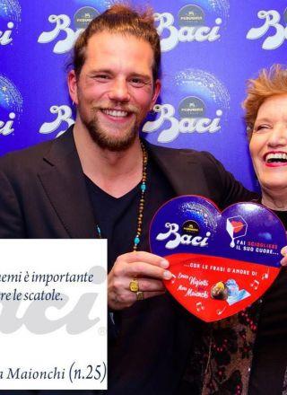 'L'amore a volte è una sorpresa, spesso un pacco': le frasi d'amore di Mara Maionchi e Enrico Nigiotti per i Baci Perugina