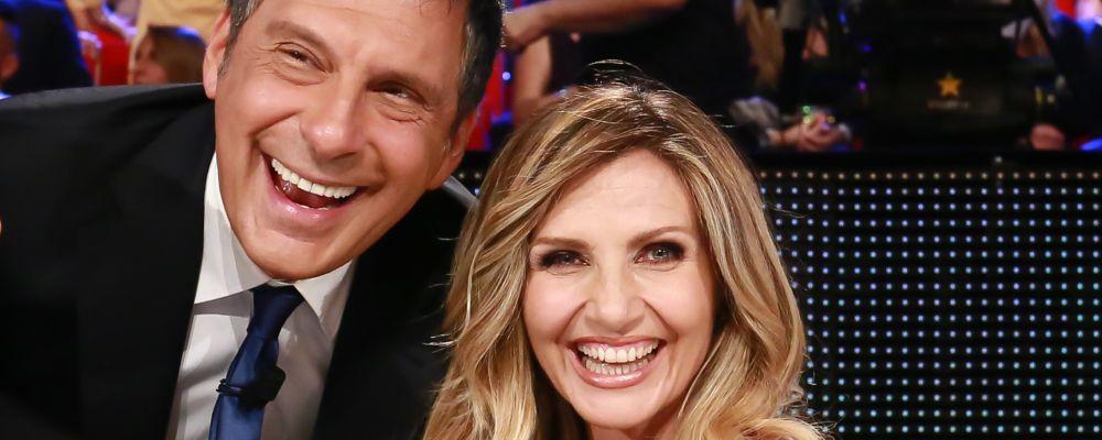 Standing ovation a Sanremo per Fabrizio Frizzi, la reazione polemica di Lorella Cuccarini