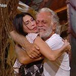 Isola dei famosi 2019, Riccardo Fogli in lacrime chiarisce con la moglie Karin